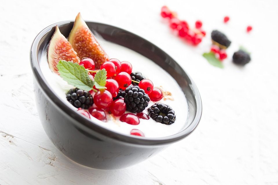 Yoghurt berries breakfast