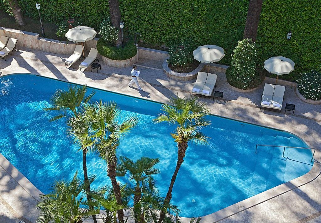 Swimming pool on holiday for wearing waist shaping swimwear